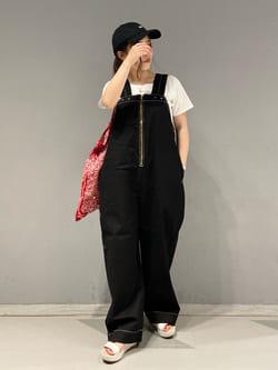 大阪店のRunaさんのLeeの【SALE】【限定カラー】【ユニセックス】バルーンサロペット/オーバーオールを使ったコーディネート