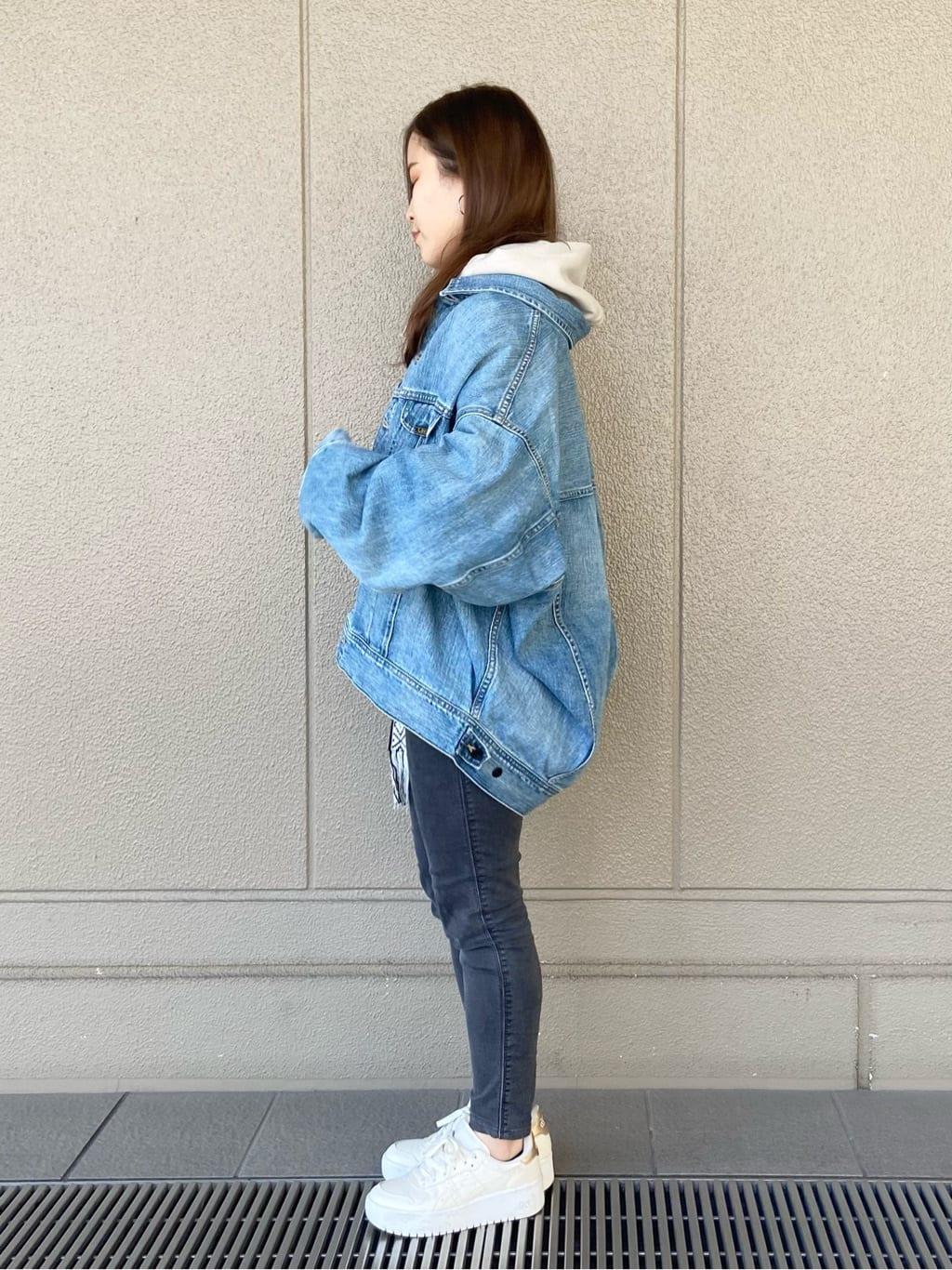 ルクア大阪のRunaさんのLeeの【ユニセックス】ミニロゴ刺繍 フーディ/パーカーを使ったコーディネート