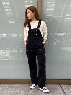 ルクア大阪のRunaさんのLeeのテーパード オーバーオール 別珍素材を使ったコーディネート