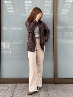 ルクア大阪のRunaさんのLeeの【直営店限定】JEGGINGS スリットフレアーリブパンツを使ったコーディネート