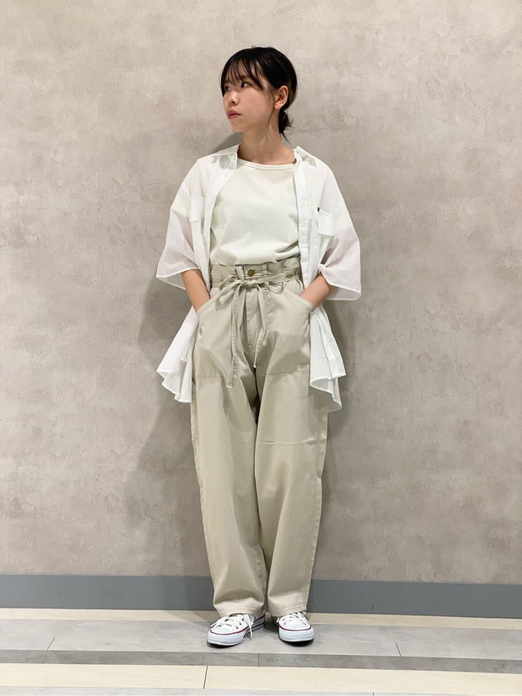 Lee 名古屋店のyuzukiさんのLeeの【SALE】バックオープン 半袖Tシャツを使ったコーディネート