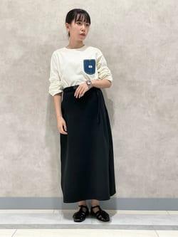 Lee 名古屋店のyuzukiさんのLeeの【Lee×GRAMICCI(グラミチ)】タックフレア ミドルスカートを使ったコーディネート