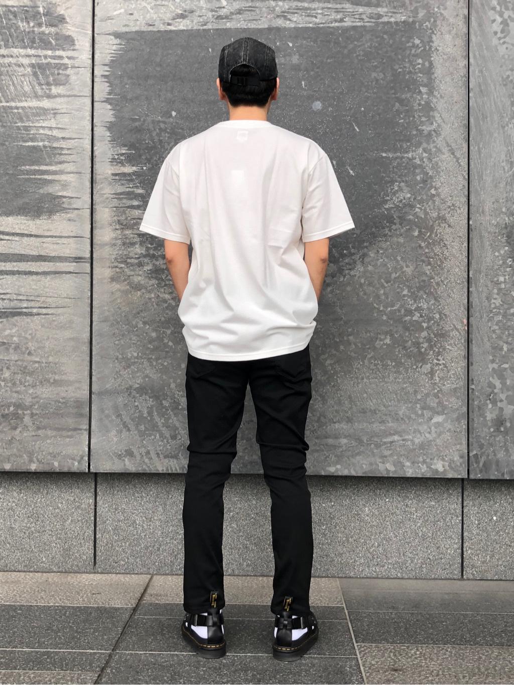 LINKS UMEDA店のKo-jiさんのEDWINの【ガレージセール】EDWIN BOXロゴ Tシャツ 半袖を使ったコーディネート