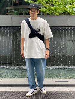 LINKS UMEDA店のKo-jiさんのEDWINの終了【サマーセール】EDWINクラシックロゴ Tシャツ 半袖 (革ラベル)を使ったコーディネート
