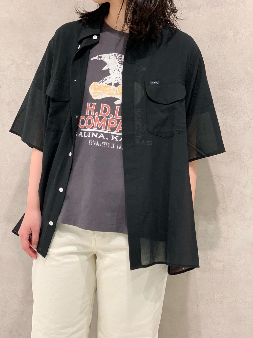 Lee 名古屋店の千さんのLeeの【SALE】ロゴモチーフプリント Tシャツを使ったコーディネート