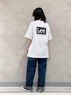 Lee 名古屋店の千さんのLeeの【ユニセックス】バックプリント 半袖Tシャツを使ったコーディネート