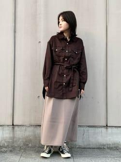 Lee 名古屋店の千さんのLeeの【Lee×GRAMICCI(グラミチ)】タックフレア ミドルスカートを使ったコーディネート