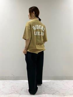 アミュプラザおおいた店のMayaさんのLeeの【ユニセックス】バッグロゴ 半袖Tシャツを使ったコーディネート