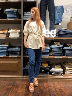 アミュプラザおおいた店のめいにゃんさんのLeeの【再値下げSALE】サッシュベルト付き スリット半袖Tシャツを使ったコーディネート