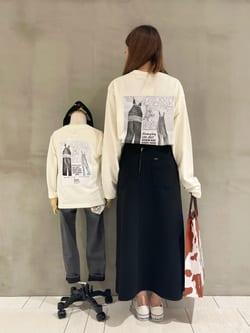 アミュプラザおおいた店のめいにゃんさんのLeeの【Lee×GRAMICCI(グラミチ)】タックフレア ミドルスカートを使ったコーディネート