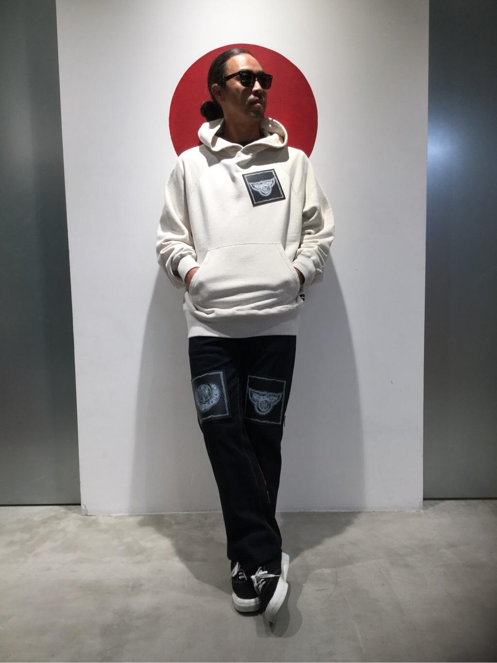 TOKYO HARAJUKU店のKEITAROさんのEDWINの【EDWIN × KIDILL × Jamie Reid】 Youth Print Hoodyを使ったコーディネート