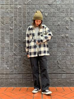 大阪店のmotomiさんのLeeの【トップス15%OFFクーポン対象】【さらっと羽織れる】シャツジャケットを使ったコーディネート