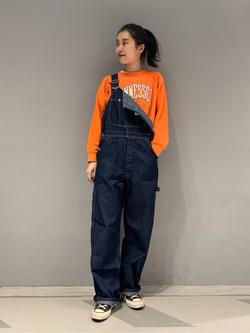 大阪店のmotomiさんのLeeの【軽くて涼しい】ライトウエイト オーバーオールを使ったコーディネート