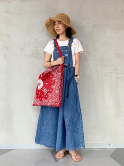 大阪店のmotomiさんのLeeの【予約】【Lee×GRAMICCI(グラミチ)】オーバーオール スカート【7月下旬頃発送予定】を使ったコーディネート