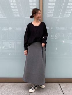 ルクア大阪のmotomiさんのLeeの【Lee×GRAMICCI(グラミチ)】タックフレア ミドルスカートを使ったコーディネート