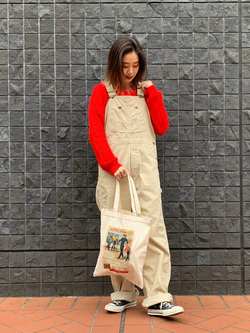 大阪店のmotomiさんのLeeの【Winter sale】【年間ベストセラー】オーバーオール(コーデュロイ)を使ったコーディネート