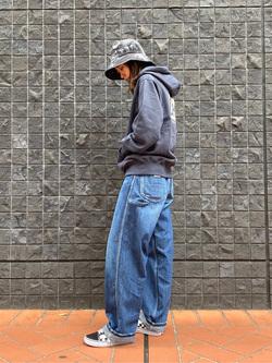 大阪店のmotomiさんのLeeの【トップス15%OFFクーポン対象】【ユニセックス】バックプリントロゴ パーカーを使ったコーディネート