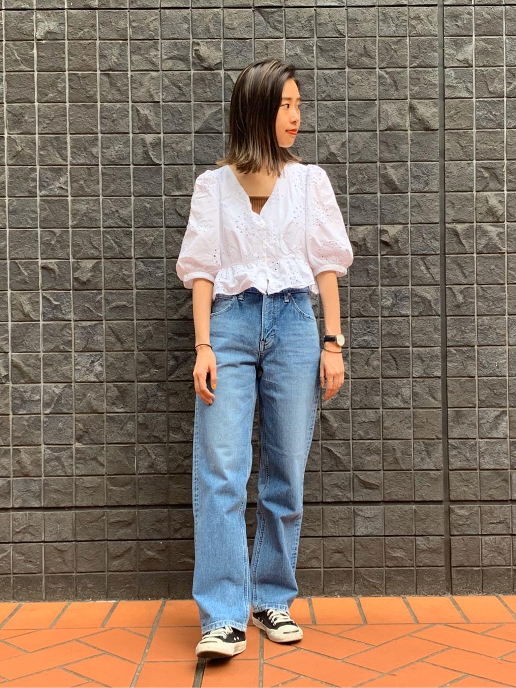 大阪店のmotomiさんのLeeの【SALE】STANDARD WARDROBE レギュラーストレートを使ったコーディネート