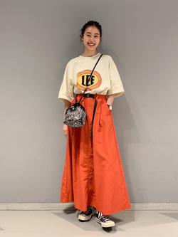 大阪店のmotomiさんのLeeの【Lee×GRAMICCI(グラミチ)】ロングスカートを使ったコーディネート