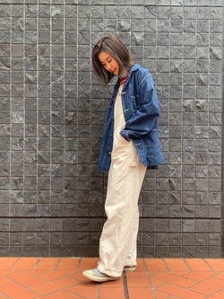 大阪店のmotomiさんのLeeの【年間ベストセラー】オーバーオールを使ったコーディネート