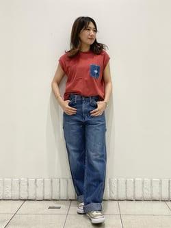 札幌パセオ店のChisatoさんのLeeの【SALE】デニムポケット ノースリーブTシャツを使ったコーディネート