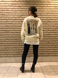 札幌パセオ店のChisatoさんのLeeの【Pre sale】【ユニセックス】バックプリント クルーネツク長袖を使ったコーディネート