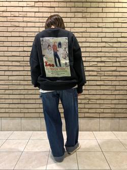 札幌パセオ店のChisatoさんのLeeの【Winter sale】【ユニセックス】バックプリント クルーネツク長袖を使ったコーディネート