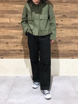 錦糸町PARCO店のyuikaさんのSOMETHINGの【おうち時間応援セール】SOMETHING ミリタリークロップジャケットを使ったコーディネート