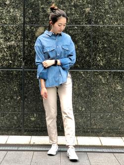 LINKS UMEDA店のMANAEさんのSOMETHINGの【SALE】SOMETHING ビッグシャツを使ったコーディネート