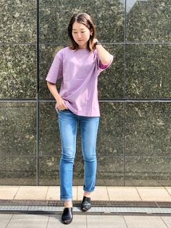 LINKS UMEDA店のMANAEさんのSOMETHINGの終了【ガレージセール】SOMETHING フォトビッグTシャツを使ったコーディネート