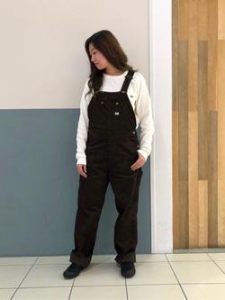 札幌パセオ店のChihiroさんのLeeの【年間ベストセラー】オーバーオール(コーデュロイ)を使ったコーディネート