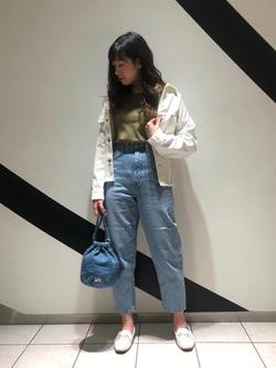 札幌パセオ店のChihiroさんのLeeの【シークレットセーール!!】STANDARD WARDROBE ルーミーテーパードを使ったコーディネート