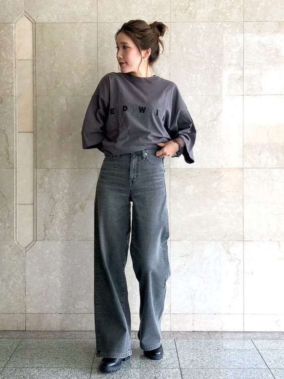 LINKS UMEDA店のhiroさんのEDWINの【期間限定10%OFF】A KIND OF BLACK BIG FIT Tシャツを使ったコーディネート