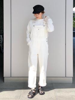 LINKS UMEDA店のhiroさんのSOMETHINGの【GISELe 3月号掲載】SOMETHING ベーシック オーバーオールを使ったコーディネート