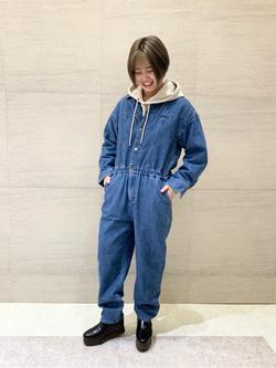 アミュプラザ博多店のたまちゃんさんのLeeのジャンプスーツ/デニム オールインワンを使ったコーディネート