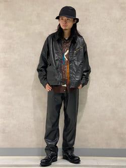 Lee 名古屋店のFuuyaさんのLeeのBLACK RIDERS フェイクレザー ワイドパンツを使ったコーディネート