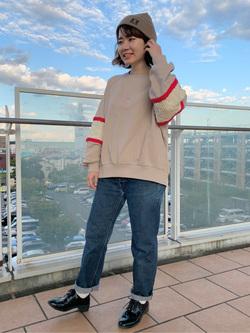 ららぽーと横浜のAyanaさんのLeeのビッグフィットスウェット ニットパネルを使ったコーディネート