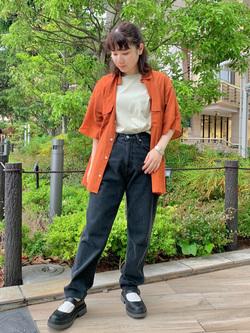ららぽーと横浜のAyanaさんのLeeのシアーシースルーシャツ半袖を使ったコーディネート
