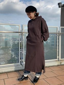 ららぽーと横浜のAyanaさんのLeeの【Pre sale】Leeロゴスウェットワンピースを使ったコーディネート