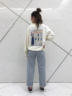 熊本COCOSA店のNANAKOさんのLeeの【ユニセックス】バックプリント クルーネツク長袖を使ったコーディネート