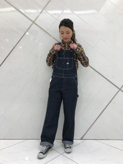 熊本COCOSA店のNANAKOさんのLeeの【年間定番&ベストセラー】オーバーオールを使ったコーディネート