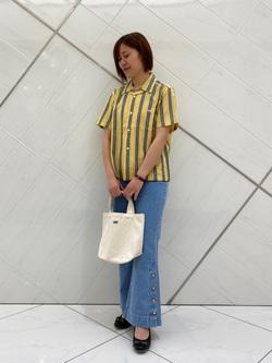 熊本COCOSA店のakiyoさんのLeeの【シークレットセーール!!】VACATION サイドボタンデニムフレアパンツを使ったコーディネート