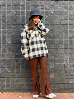 大阪店のAYAHOさんのLeeの【さらっと羽織れる】シャツジャケットを使ったコーディネート