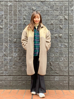 大阪店のAYAHOさんのLeeの【Winter sale】【柔らかく揺れる】プリーツ フレアーパンツを使ったコーディネート