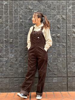 大阪店のAYAHOさんのLeeの【年間ベストセラー】オーバーオール(コーデュロイ)を使ったコーディネート