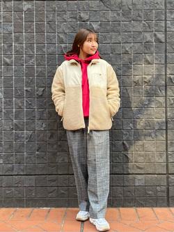 大阪店のAYAHOさんのLeeの【Winter sale】【ユニセックス】バックプリントロゴ パーカーを使ったコーディネート