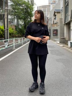 ALPHA SHOP渋谷店のn a n a s a さんのALPHAのSOUVENIR プリント半袖Tシャツを使ったコーディネート