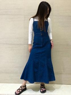 Lee アミュプラザ博多店のNanamiさんのLeeのTRAD GIRL サロペット ロングスカートを使ったコーディネート