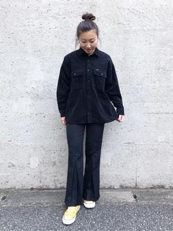 アミュプラザ博多店のNanamiさんのLeeの【ユニセックス】ビッグフィット ワークシャツ(コーデュロイ)を使ったコーディネート
