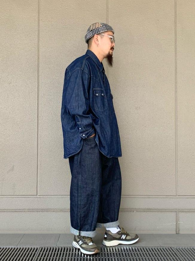 ルクア大阪の番場 祐太郎さんのLeeのSUPERSIZED ストレートデニムパンツを使ったコーディネート